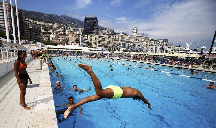 La piscine est un bassin olympique qui va de 0.80 mètres à 6 mètres de profondeur.