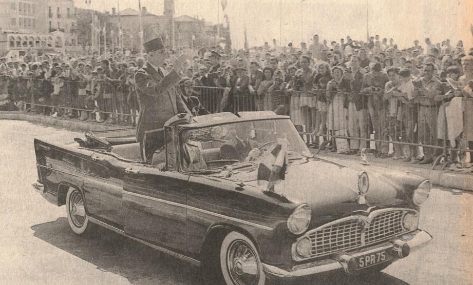 De Gaulle à Saint-Raphaël (en 1964) : du Dramont au centre-ville raphaëlois, des dizaines de milliers de personnes acclament le cortège présidentiel.