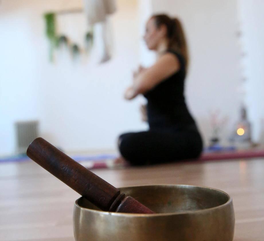 Yoga, méditation, sophrologie... il existe de multiples disciplines qui aident à réduire le stress.