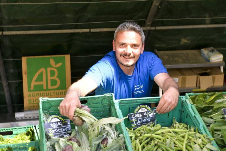 Julien Rostan, agriculteur en bio à Cannes, fournit 200 paniers hebdomadaires pour plusieurs Amap ou associations similaires.