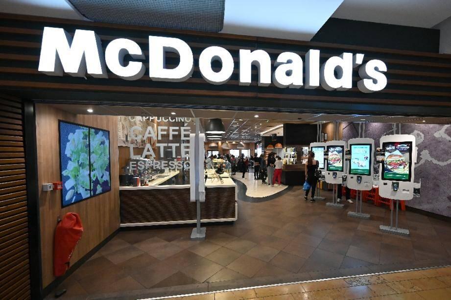 Vue de l'entrée d'un restaurant McDonald's de Strasbourg le 13 septembre 2019