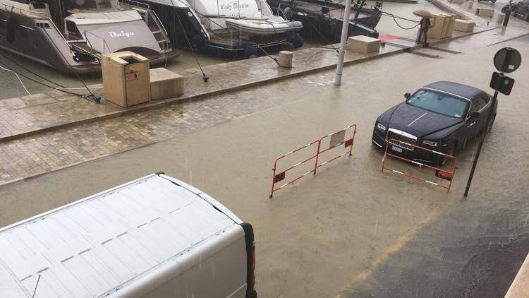 A Saint-Tropez, rue Allard et quai Gabriel Péri inondés.