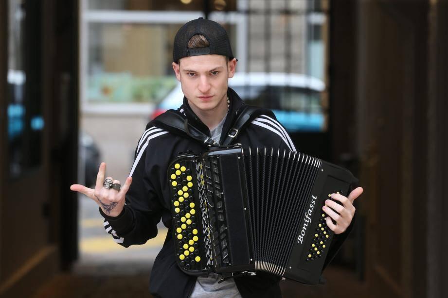 Grayssoker et son accordéon.
