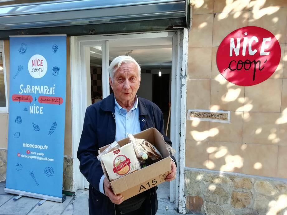 José Florini, adhérent et inconditionnel du bio, devant les nouveaux locaux de Nice Coop, 42 rue Vernier (F. Z)