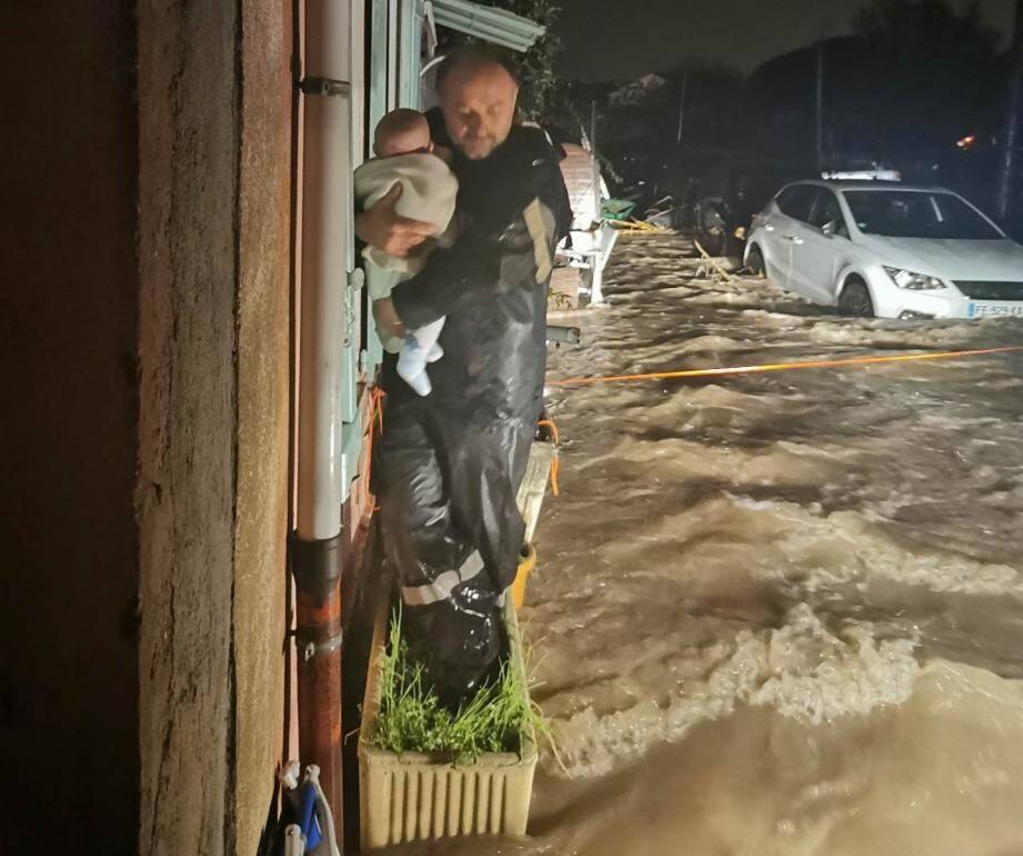 Un pompier sauve un bébé à la Roquette sur Siagne