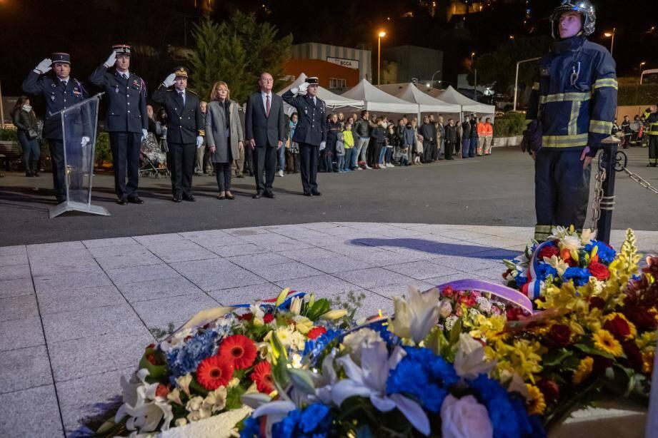 Un hommage appuyé a été rendu aux pompiers morts dans l'exercice de leur fonction et - plus particulièrement - pour les trois secouristes qui ont perdu la vie dans le crash d'un hélicoptère, dimanche dernier.