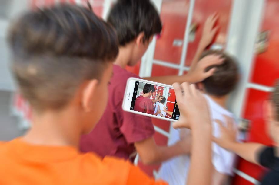 « Les nouvelles technologies de communication ont contribué à étendre le phénomène du harcèlement scolaire au-delà du seul établissement scolaire... »(Illustrations MM)