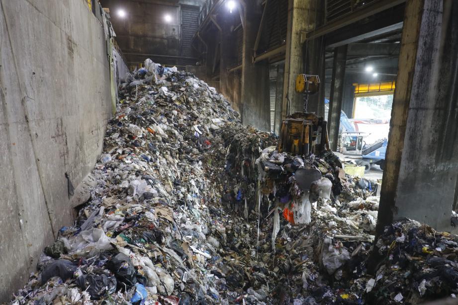 Chaque heure, entre 6 et 8 tonnes de déchets traités au sein de l'usine d'incinération et de valorisation des Semboules à Antibes.