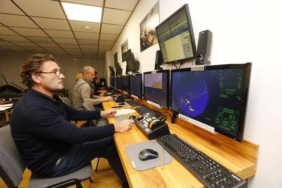 Les élèves de Navy Services étudient notamment à l'aide du Transat NT pro 5000, le simulateur le plus abouti du marché actuellement.