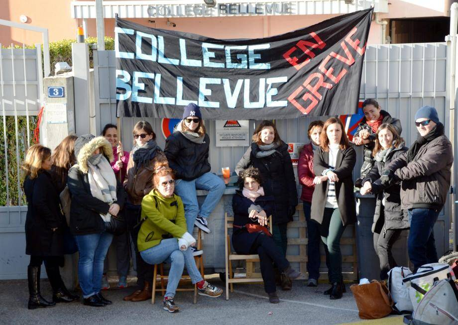 Les enseignants et un agent administratif ont bloqué le collège Bellevue de 7 h 15 à 15 h, hier.