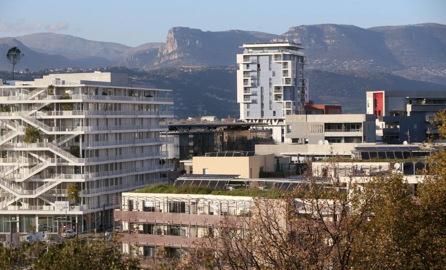Les immeubles ont poussé dans l'Éco-vallée. Sont-ils pleins?