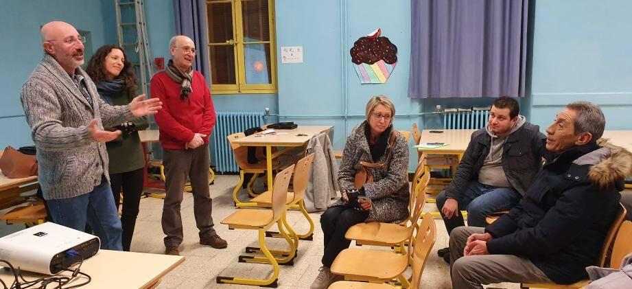 Richard Tordjman, Mathilde Gantier et Marc Mulet ont débattu avec les parents pour tenter d'expliquer certains comportements.