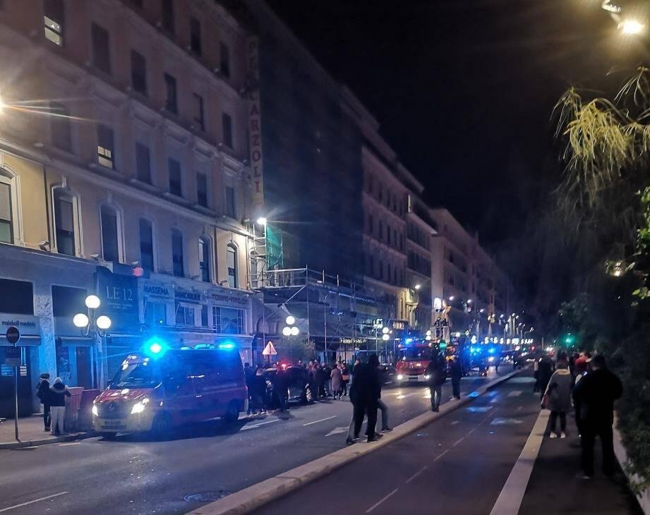 Un incendie s'est déclaré dans l'hôtel Aston, dans le centre-ville de Nice.