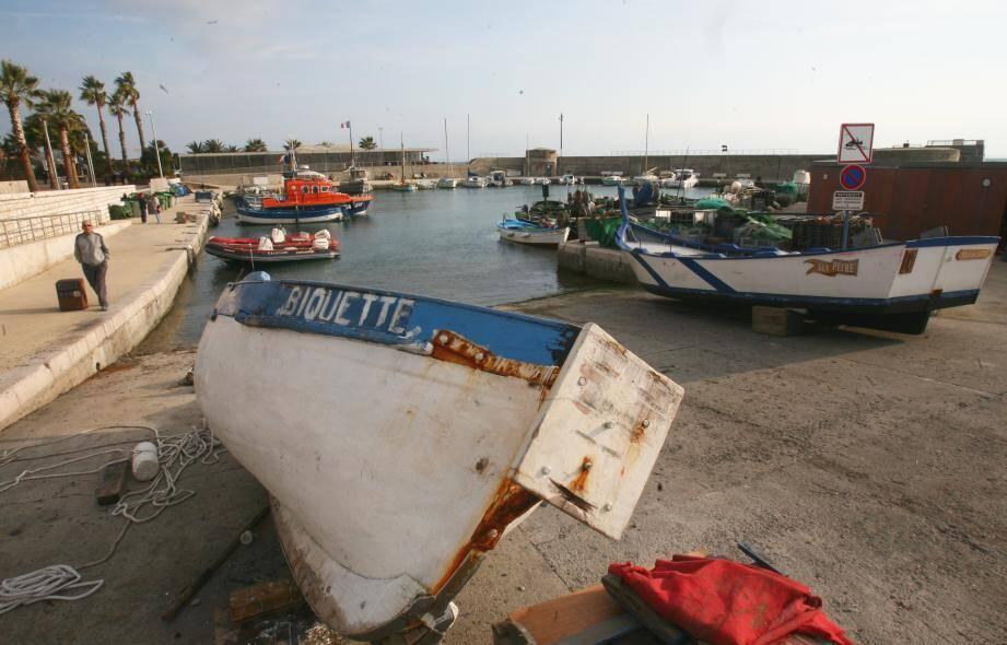 Le port abri du Cros.