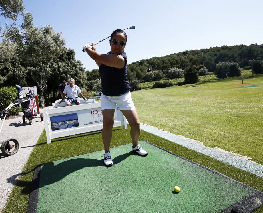 Chaque joueur doit pour le moment se munir de son propre club de golf pour fouler les greens.