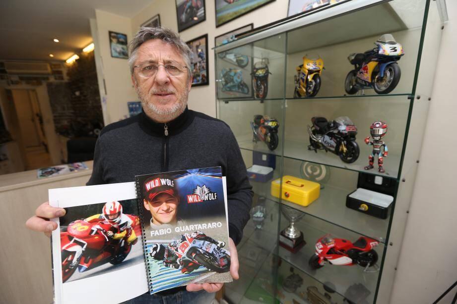 Devant le comptoir de sa serrurerie, rue Pastorelli, à Nice, où foisonnent les souvenirs, Etienne Quartararo retrace la fulgurante progression d'un fils prodige qui vient de trouver la clé du succès en Moto GP.