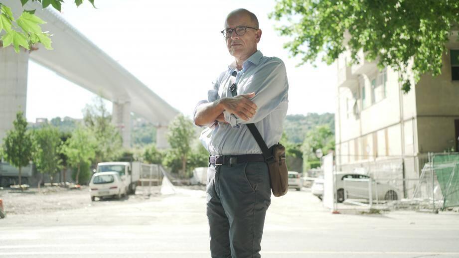 Franco Ravera est le président du Comité des évacués de la via Porro'. Il a perdu son logement avec l'effondrement du pont.
