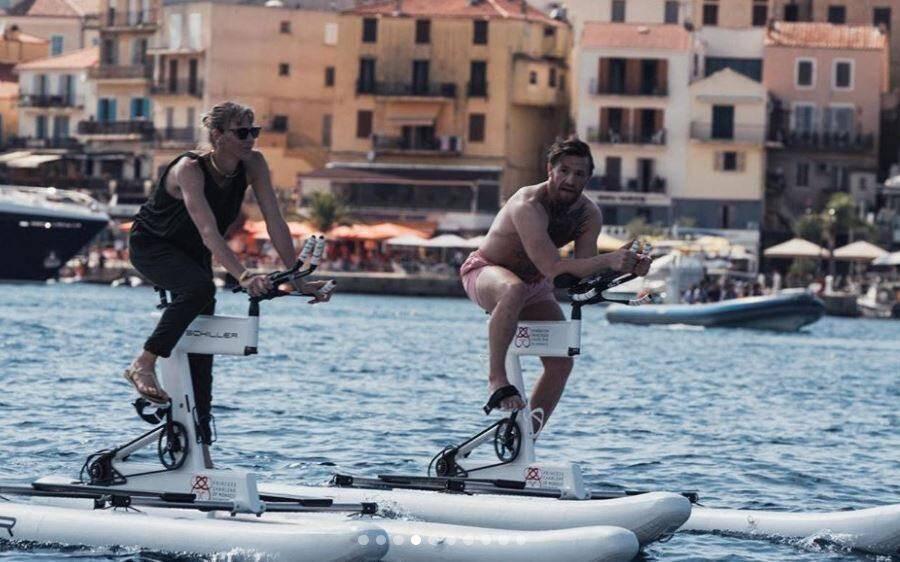 La princesse Charlène et Conor McGregor en plein entraînement sur le plan d'eau corse.
