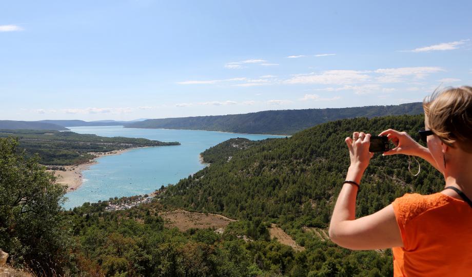 Le lac de Sainte-Croix et les gorges du Verdon, qui marquent la frontière entre Var et Alpes-de-Haute-Provence, attirent, chaque année, des dizaines de milliers de visiteurs.