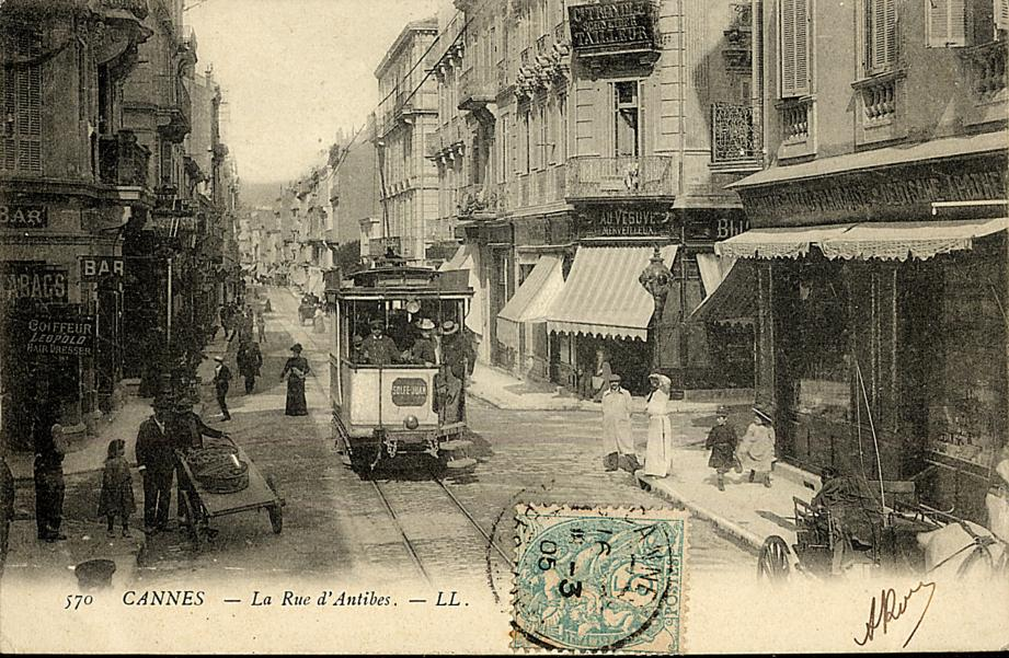 Au cours de la rénovation de la chaussée de la rue d'Antibes, des morceaux de rail sont réapparus.