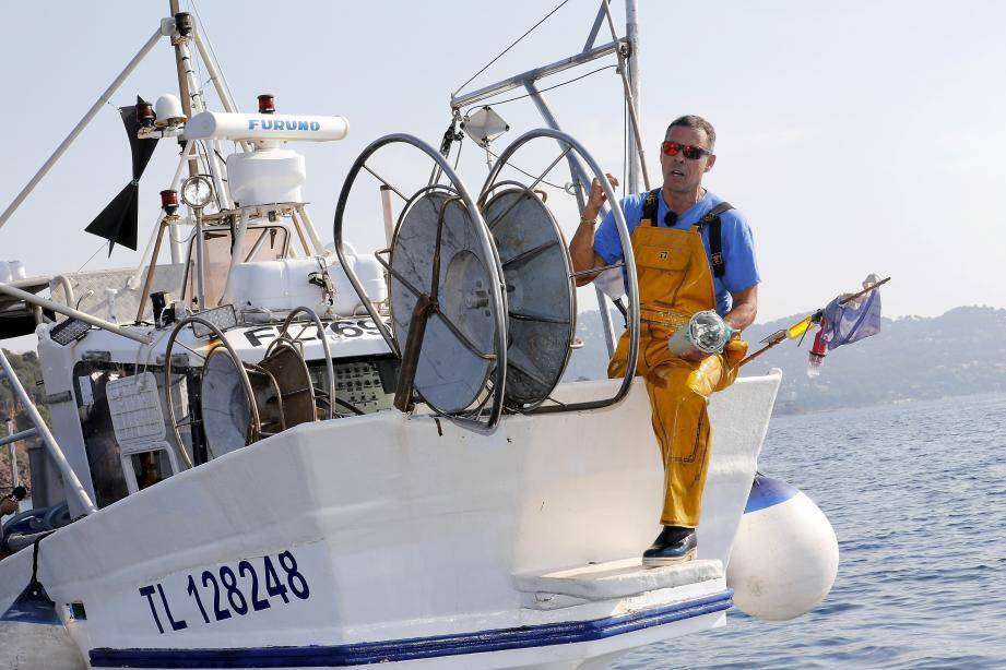 Pierre Morera, pêcheur professionnel et président du comité départemental des pêches du Var, teste depuis juillet les balises de géolocalisation par satellite mises au point par la société Collecte Localisation Satellites.