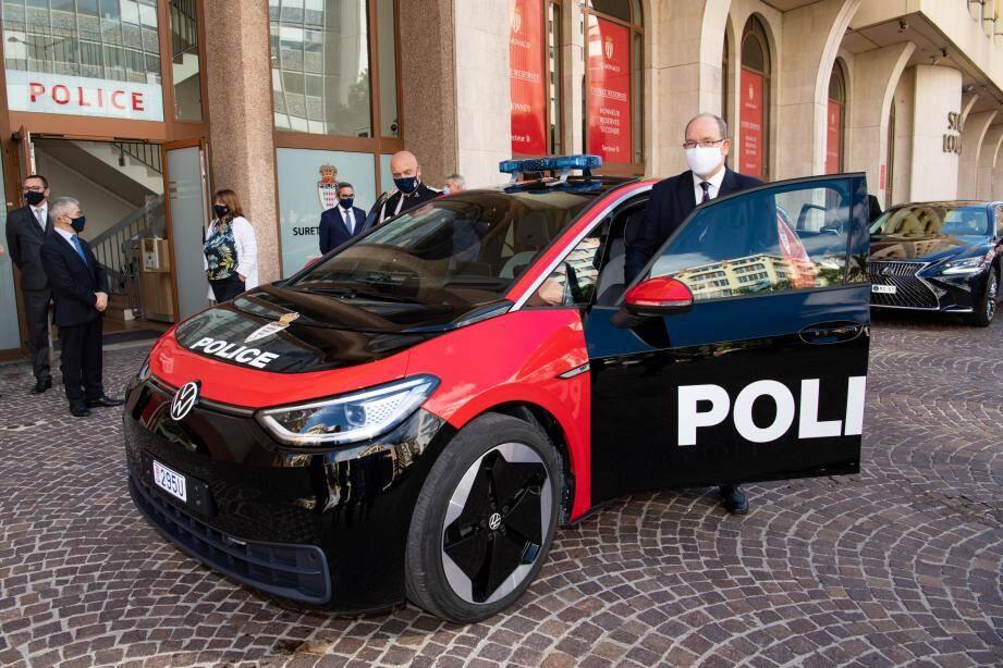 Le prince Albert II est rentré au Palais au volant de la nouvelle e-Golf de la Sûreté publique.