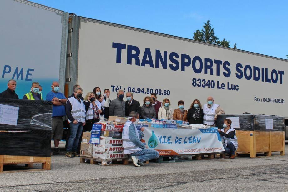 Un énorme élan de solidarité de la population s'est traduit par l'envoi de 42 (!) palettes vers les Alpes-Maritimes.