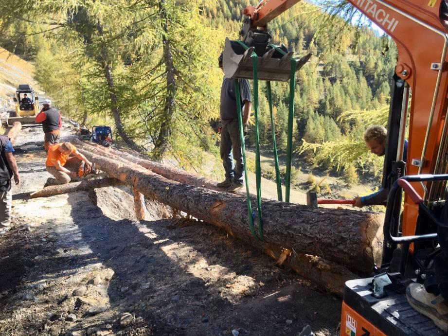 Première mission pilotée par Sébastien Prévost et la RCSC de Castellar : la construction d'un pont pour que les secours accèdent à Castérino.