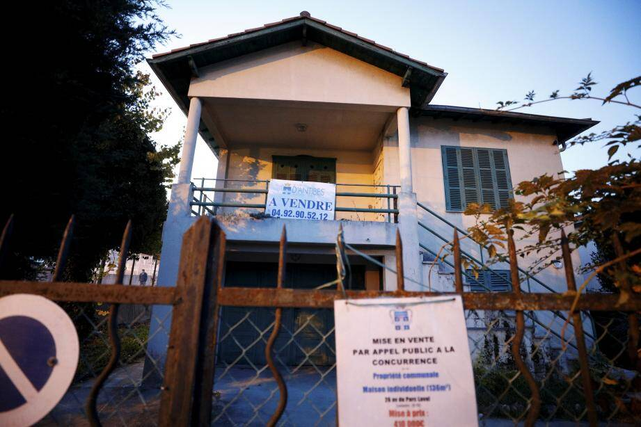 """Avis: la Ville vend la villa """"Clair Logis""""! La mise à prix? Quatre cent dix milles euros. Mais des travaux seront nécessaires."""