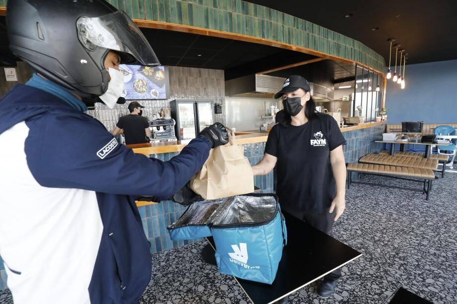 En période de confinement, 90% des burgers préparés par FAYM partent en livraison.