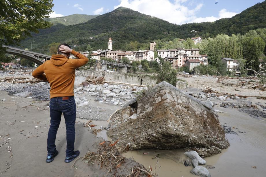 Face aux dégâts de la tempête Alex, comme ici à Roquebilière dans la vallée de la Vésubie.