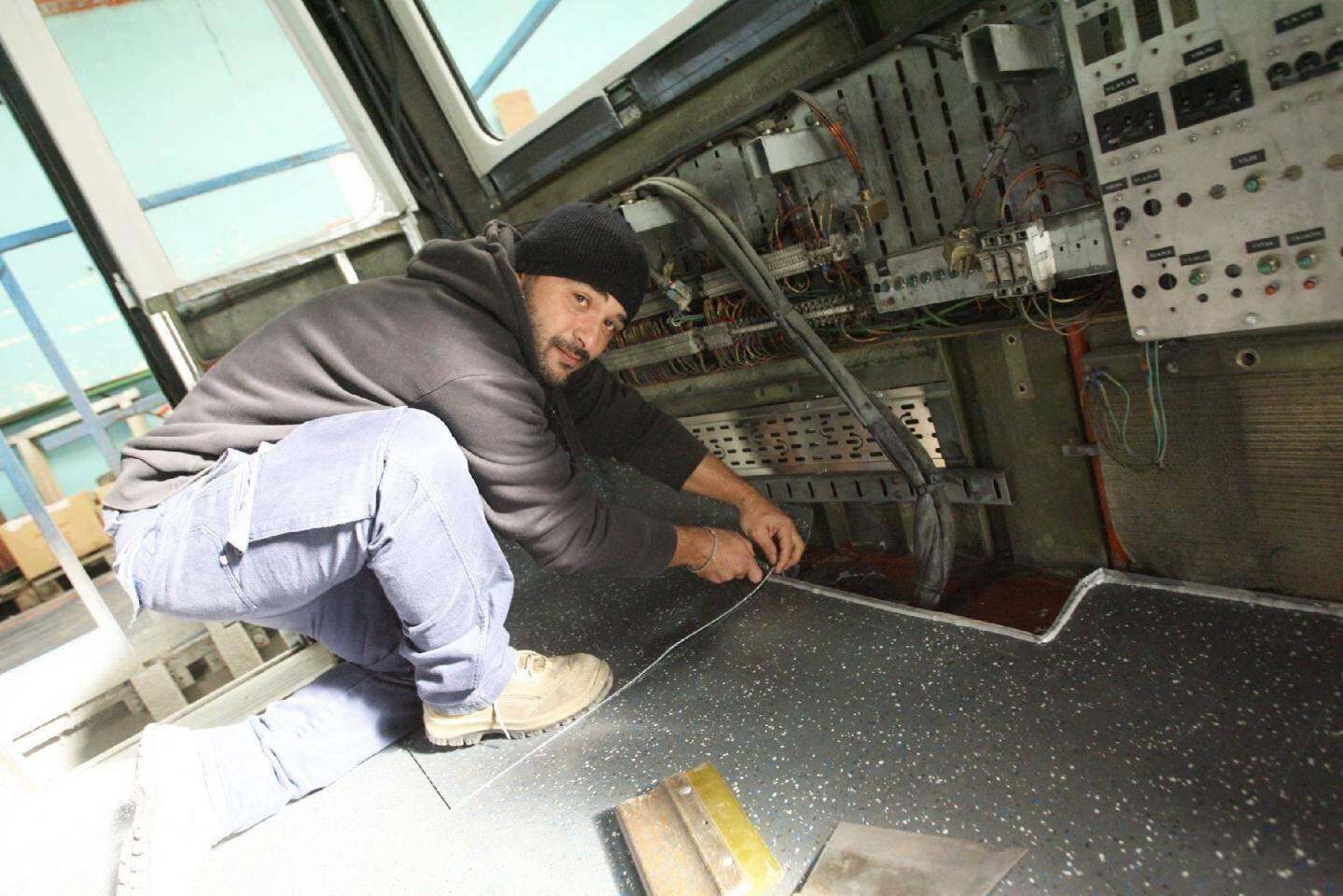 Philippe travaille depuis onze ans à AnsaldoBreda. Il est garnisseur.