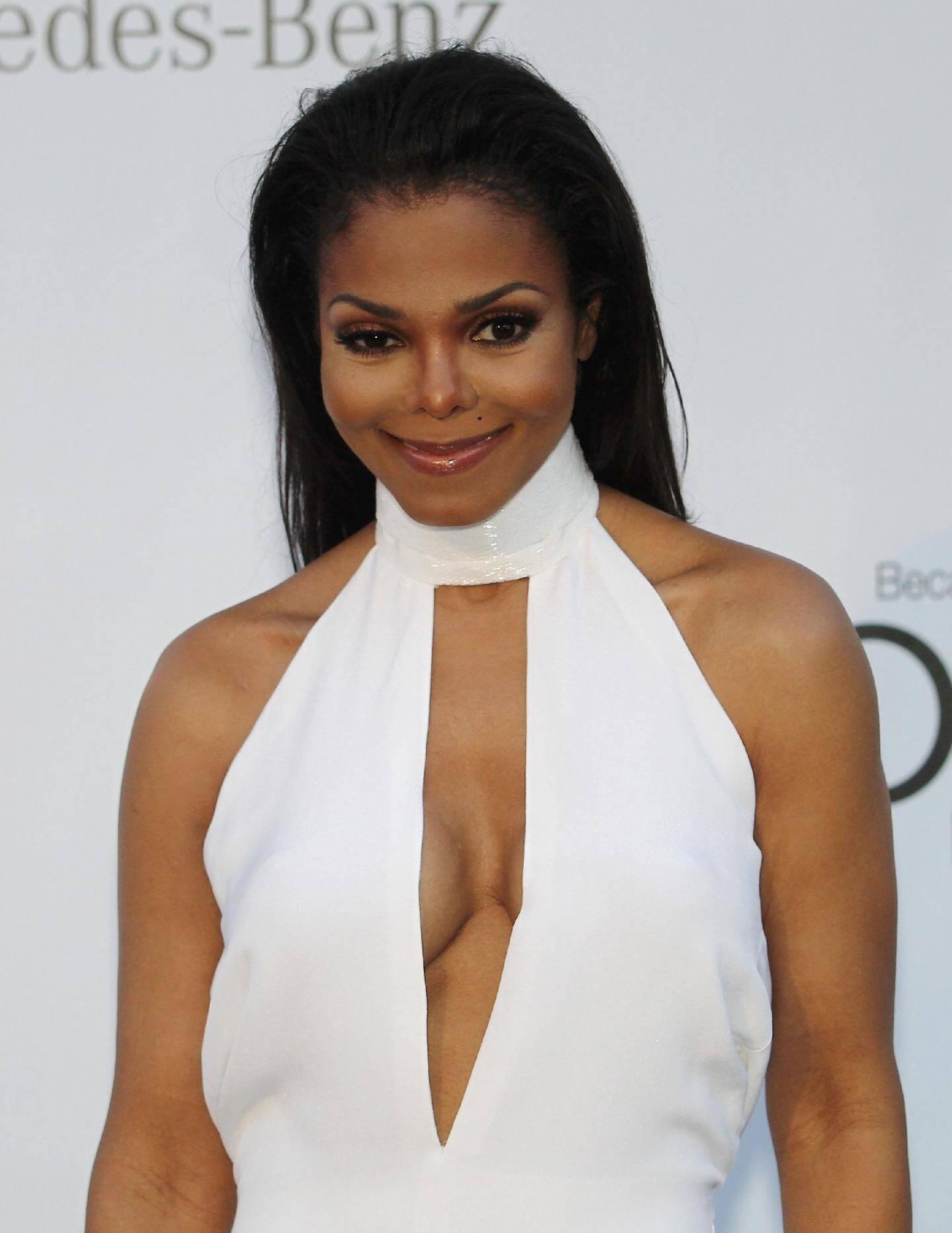 Dans une robe blanche super sexy, Janet Jackson est apparue hier soir.