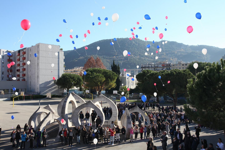Émotion, au collège Maurice-Jaubert de l'Ariane à Nice où les élèves ont lâché130 ballons bleu-blanc-rouge.