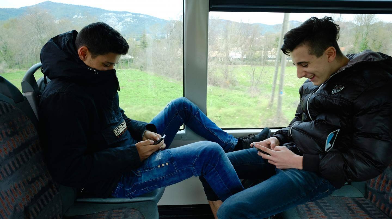 """Comme le font remarquer Baptiste et Louka, qui utilisent quotidiennement le bus: """"on est jeunes et on n'a pas tous des scooters!"""""""