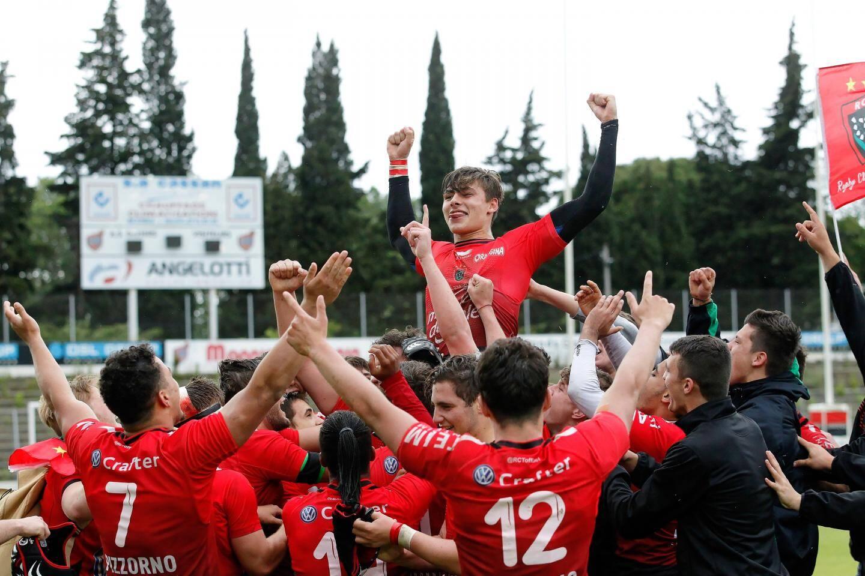 Les jeunes Toulonnais, tout à leur joie d'avoir réalisé cet authentique exploit.