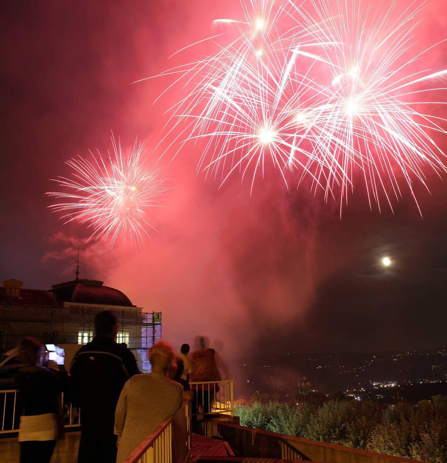 Comme chaque année, le feu d'artifice sera tiré le 13 juillet, à 22 h, depuis le Jardins des plantes. Visible depuis le Cours Honoré-Cresp, il sera suivi d'une soirée animé par un Dj sur le Cours.