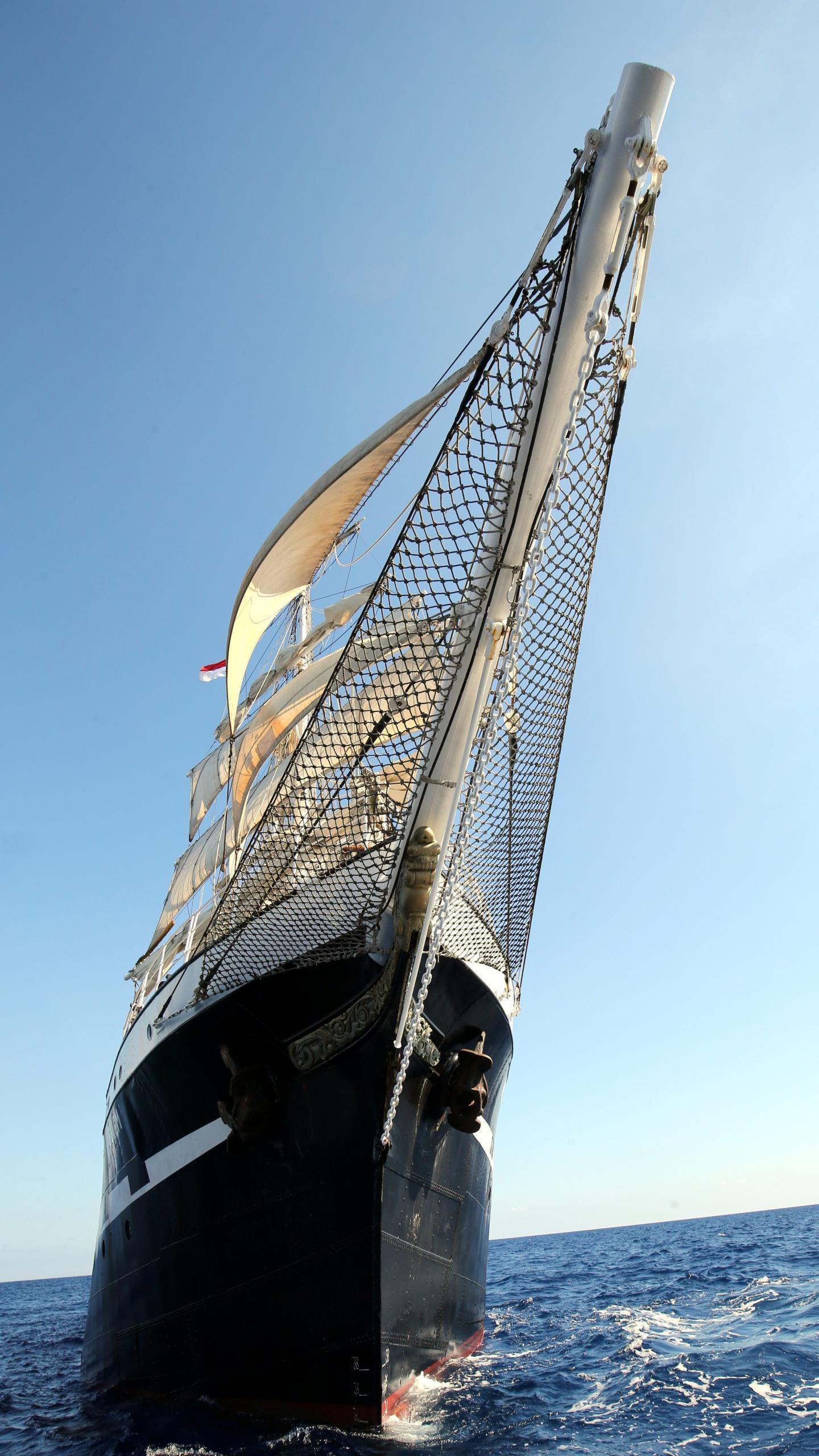 Aujourd'hui doté de 16 membres d'équipage, il parcourt les mers de l'Hexagone en offrant la possibilité d'initiations aux passionnés.