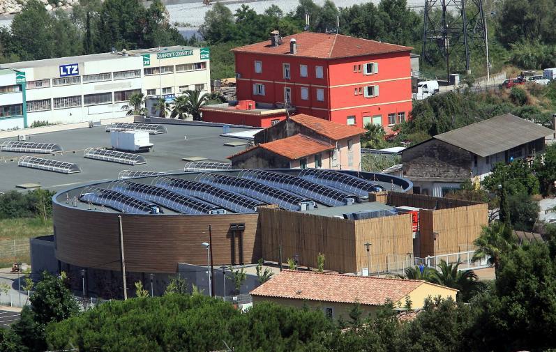 Le dojo de Saint-Laurent équipé de capteurs solaires.VISITE DU NOUVEAU DOJO QUI SERA INAUGURE LE 25 JUIN 2011PAPIER : L.QUILICHI