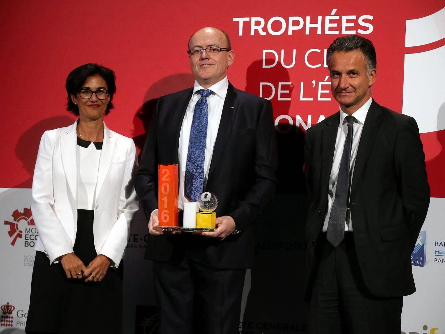 Le Dr Jean-Franck Bussotti avec Thierry Garde (Société Générale Private Banking) et Corinne Pirinolli (Monaco Telecom).