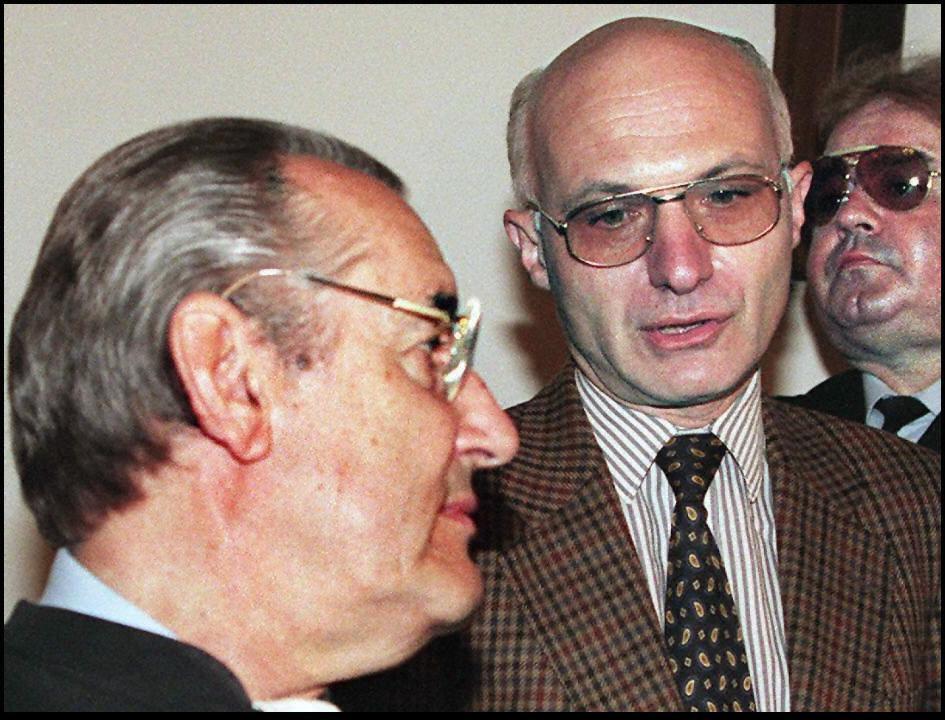 Le 17 mars 1997, Jean-Louis Turquin parle avec son avocat Jacques Peyrat alors maire de Nice.