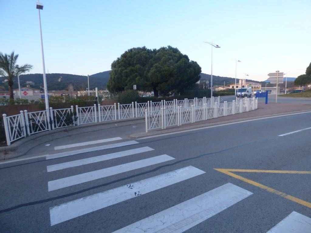 Une chicane identique à celle-ci pourrait être créée devant le passage piéton de Maître Julien.