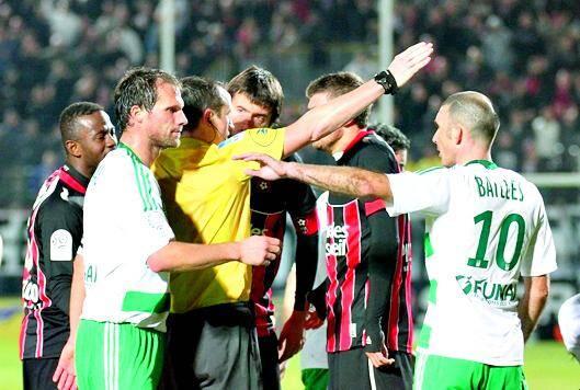 L'expulsion de Civelli (OGC Nice) contre Saint-Etienne en novembre 2011.