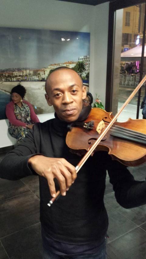 Rodrigue, le violoniste harpiste.