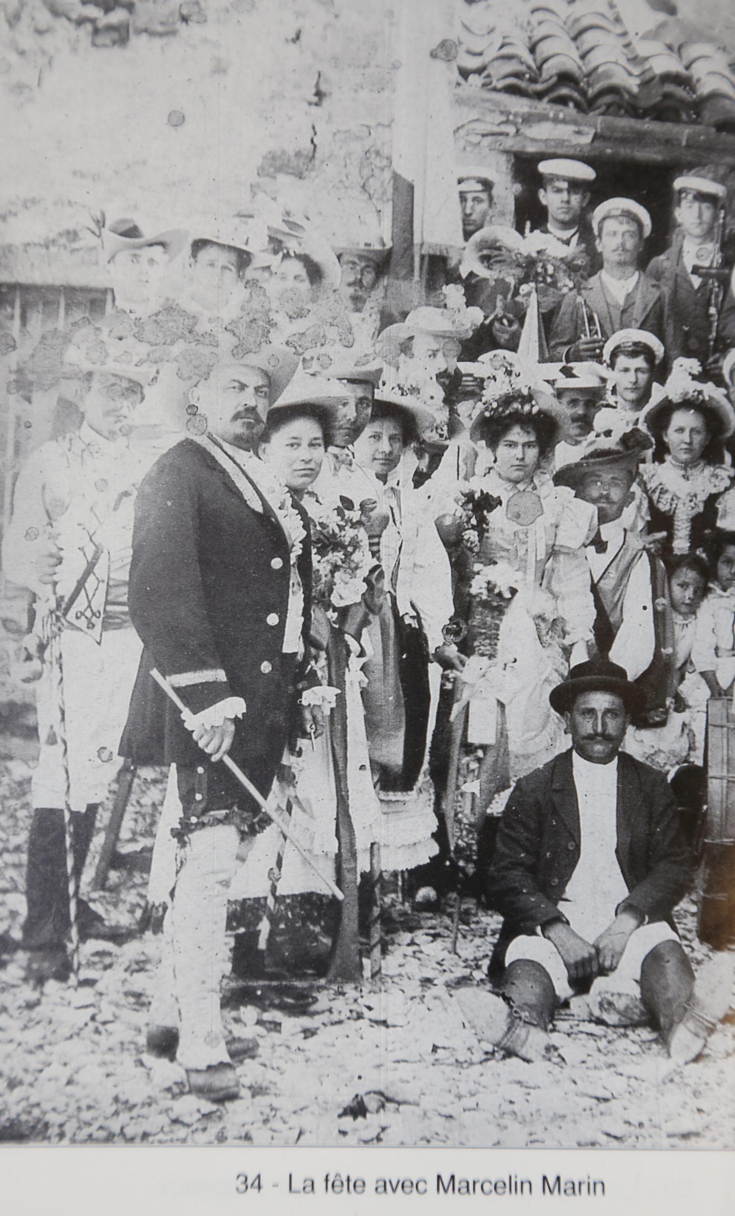 Le maire Marcellin Marin portant une dague à la ceinture, au début du XXesiècle.