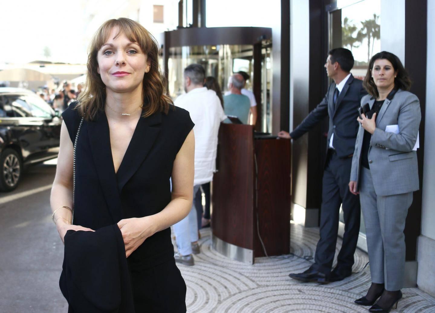La réalisatrice allemande Maren Ade devant le Martinez à Cannes.