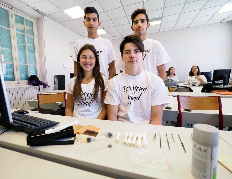 Autour d'Ines, Remi, Naïm et Malik, l'équipe technique.