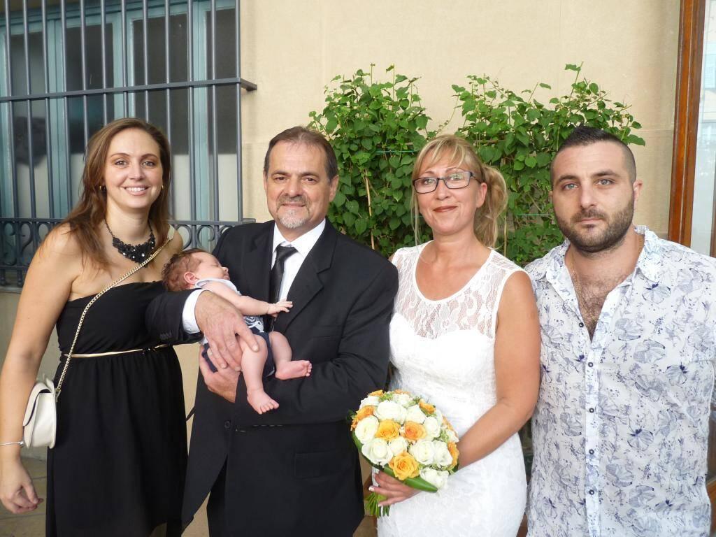 Pascal Neveux, boucher, et Béatrice Faivre, vendeuse, accompagné de leur petit-fils Louis.