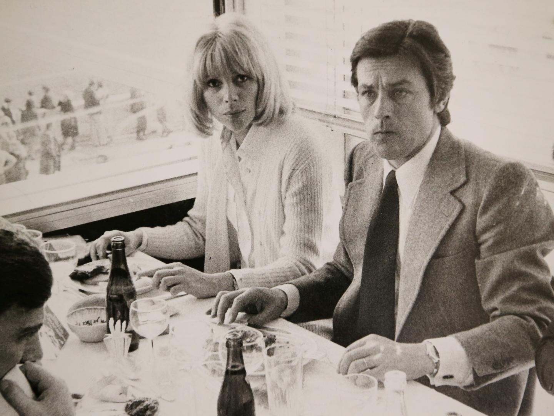 Avec Alain Delon au restaurant de l'hippodrome de la Côte d'Azur 9 juillet 1983.