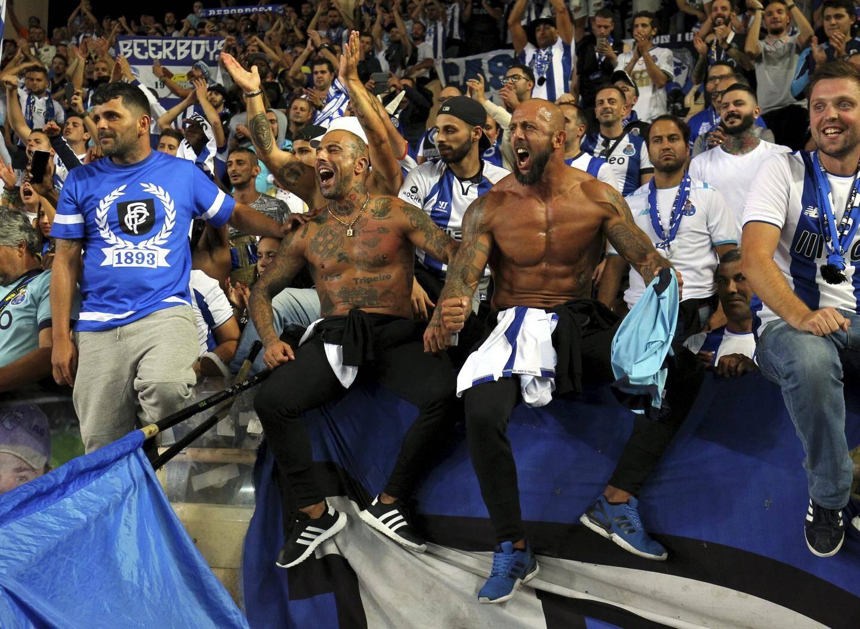 Côté tribunes, le millier de Portugais a mis l'ambiance et jubilé en fin de match.